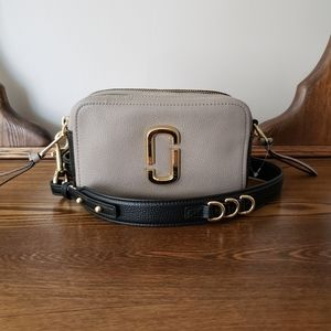 Marc Jacobs The Softshot 21 Crossbody Bag - Cement